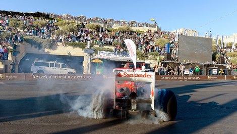 В демонстрационных заездах приняли участие команды Ferrari и Marussia