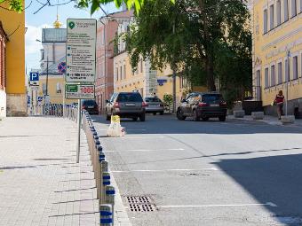 Жители центра Москвы смогут бесплатно припарковать машины друзей