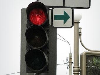 Москвичам разрешат поворачивать направо под красный два месяца
