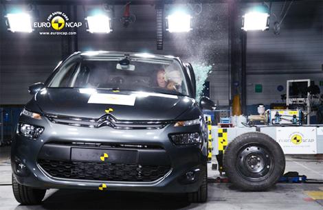 Европейцы проверили безопасность кроссовера CR-V и компактвэна C4 Picasso. Фото 1