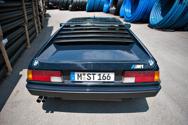 Проникаемся духом «олдскульного» суперкара BMW M1 и спортивного седана M535i. Фото 2