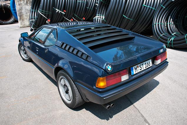 Проникаемся духом «олдскульного» суперкара BMW M1 и спортивного седана M535i. Фото 3