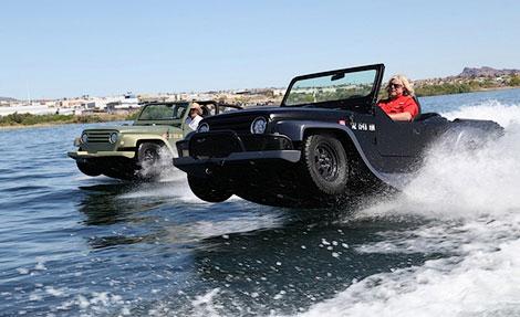 При движении по воде машина может развить 70,5 километра в час. Фото 3