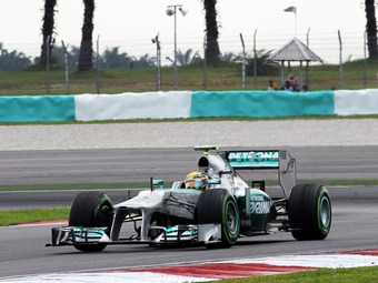 Льюис Хэмилтон выиграл домашнюю квалификацию Формулы-1