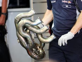 У болидов Формулы-1 будет в два раза меньше выхлопных труб