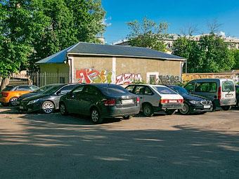За неправильную парковку во дворах будут штрафовать автоматически