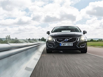 Новый Volvo XC90 научат замечать съезд на обочину