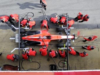 Командам Формулы-1 запретили менять колеса местами