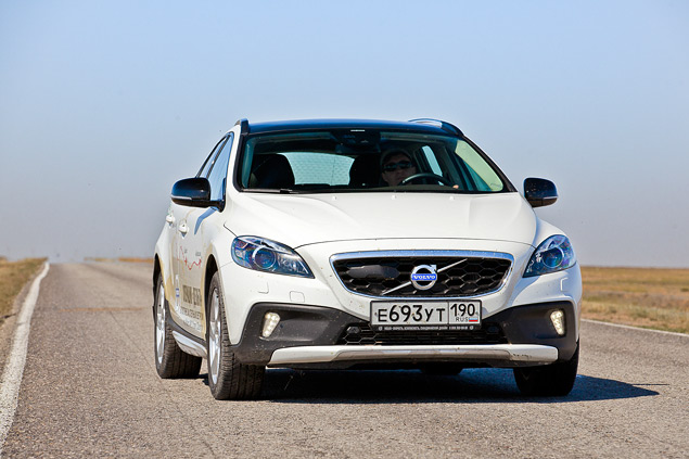 Наблюдаем за эволюцией автомобилей Volvo на примере V40 Cross Country. Фото 2