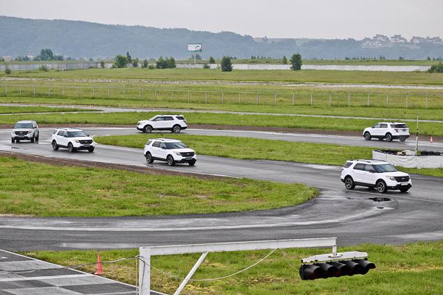 Мини-тест: 360-сильный вседорожник Ford Explorer Sport. Фото 7