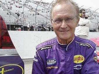 На старт гонки NASCAR выйдет 71-летний пилот