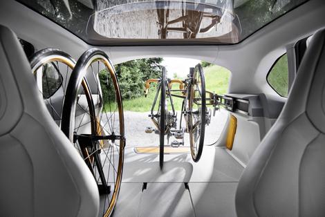 Хэтчбек Active Tourer Outdoor получил специальное крепление для велосипедов