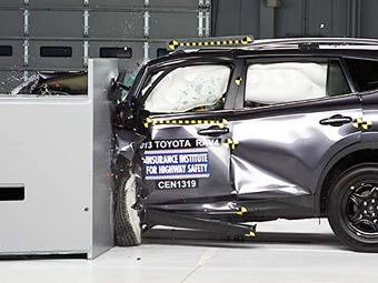 """Тойота"" RAV4 провалила американский краш-тест"