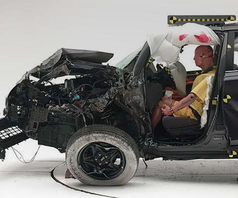 Кроссовер RAV4 не выдержал тест на удар с 25-процентным перекрытием