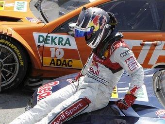 Чемпиона DTM лишили победы из-за бутылки в кармане комбинезона