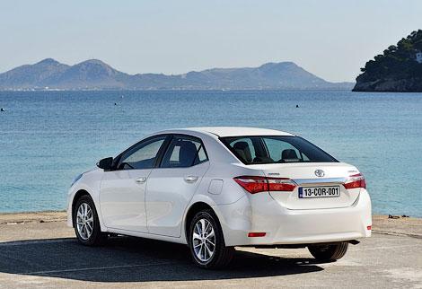 Седан Corolla будет доступен с тремя бензиновыми моторами