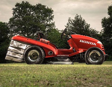 Компания Honda построила газонокосилку cо 110-сильным мотором от спортбайка. Фото 1
