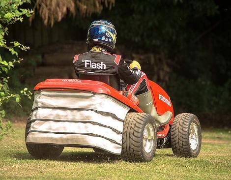 Компания Honda построила газонокосилку cо 110-сильным мотором от спортбайка. Фото 2