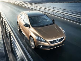 Volvo привезла в Россию дизельный V40 Cross Country