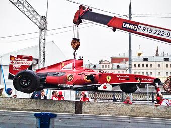 Камуи Кобаяси разбил болид Формулы-1 в Москве