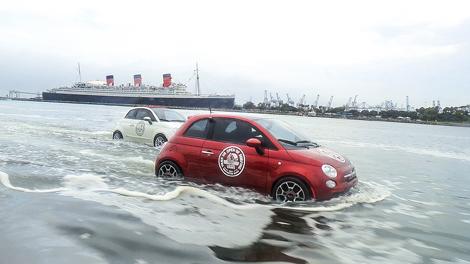 Автомобили переделали для показательных выступлений на чемпионате по серфингу. Фото 1