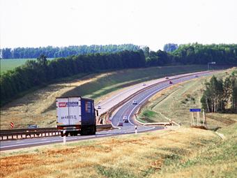 Медведев увеличил максимальную скорость на дорогах