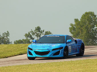 Новая Acura NSX проедет по гоночной трассе в прямом эфире