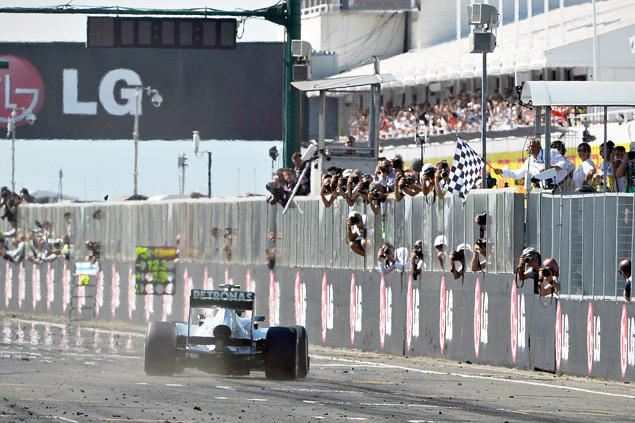 Льюис Хэмилтон выиграл Гран-при Венгрии. Фото 3
