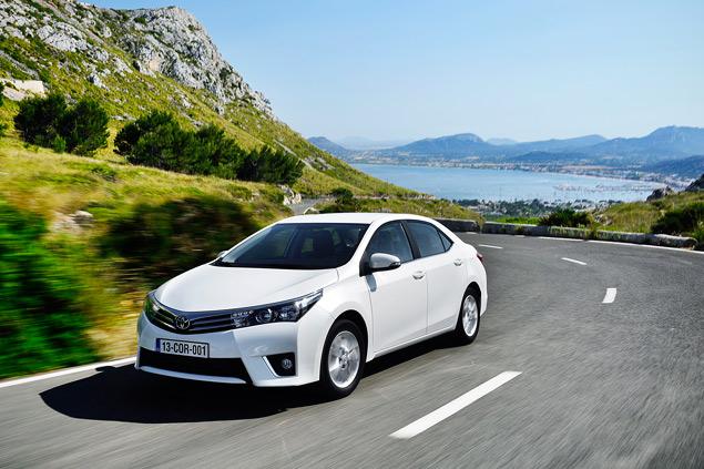 Выясняем, способна ли новая Toyota Corolla усидеть на двух стульях. Фото 2