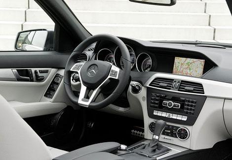 Центральная консоль модели будет выполнена в стиле нового S-Class. Фото 1