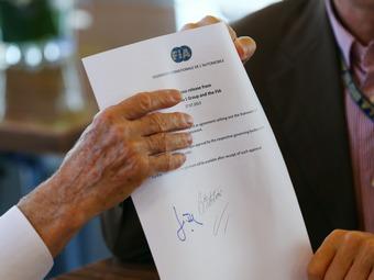 Суд потребовал от Экклстоуна предоставить копию Договора согласия