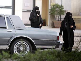 Автомобилистка в ОАЭ получила штрафов на четверть миллиона долларов