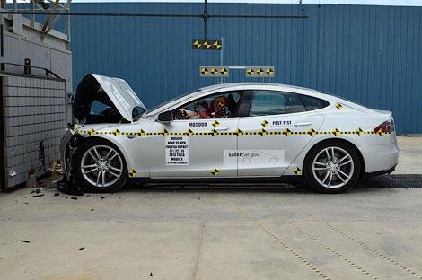 Модель компании Tesla впервые участвовала в испытаниях NHTSA