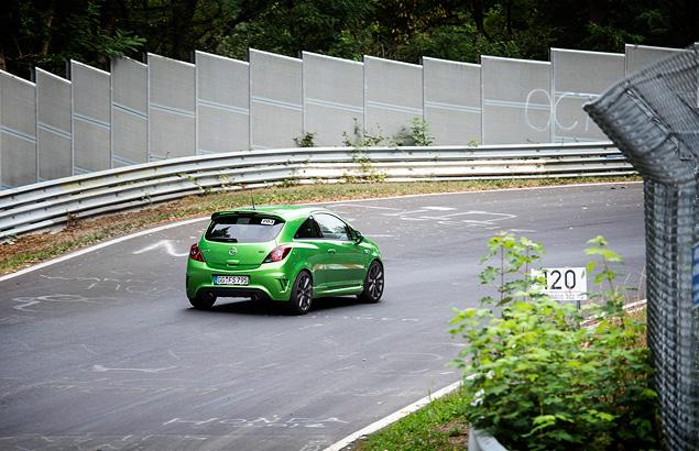 """Восемь кругов по """"Северной петле"""" Нюрбургринга за рулем спортивных моделей Opel OPC. Фото 4"""