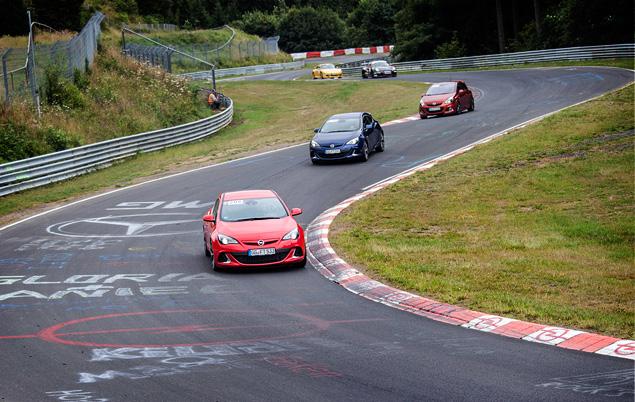 """Восемь кругов по """"Северной петле"""" Нюрбургринга за рулем спортивных моделей Opel OPC. Фото 6"""