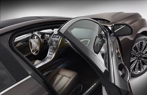 Дорогие варианты отделки показали на седане MKZ и концепт-кроссовере MKC. Фото 1