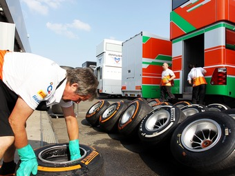 Гоночные команды отказались от широких задних шин Формулы-1