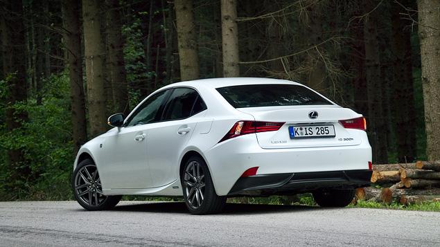 Почему новый Lexus IS не сможет переманить покупателей у немецких конкурентов