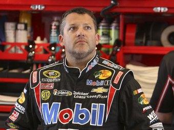 Чемпион NASCAR выбыл из гонок до конца сезона