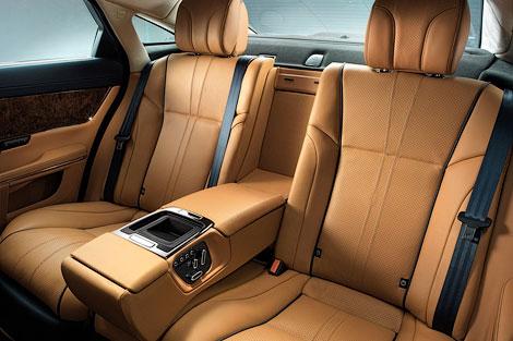 Седан Jaguar XJ обновился. Фото 2