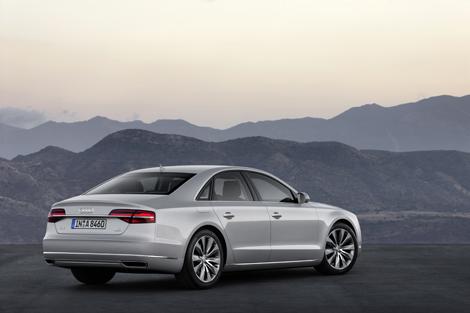 Двум бензиновым и дизельным моторам обновленного A8 прибавили мощности