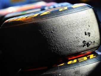 Проколы шин на тренировке Формулы-1 списали на обломки