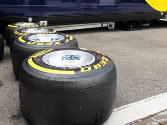 Шинники Формулы-1 нашли причину проколов покрышек в Спа