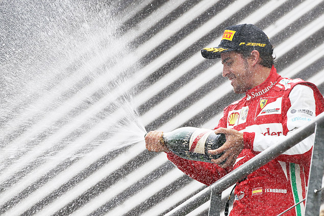Себастьян Феттель завоевал пятую победу в сезоне Формулы-1. Фото 4