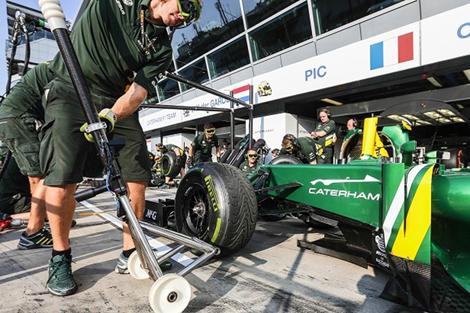 Тизер модели разместили на машинах команды Caterham на Гран-при Италии