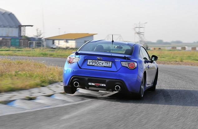 Кто быстрее - заднеприводное купе или переднеприводный универсал?. Фото 2