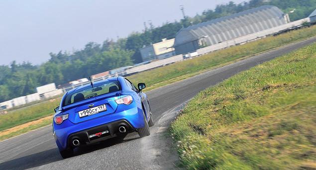 Кто быстрее - заднеприводное купе или переднеприводный универсал?. Фото 4