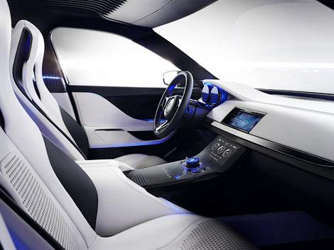 В Сети появились новые фотографии концепт-вседорожника Jaguar C-X17. Фото 5