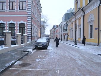 Для улиц центра Москвы разработают разные парковочные стандарты