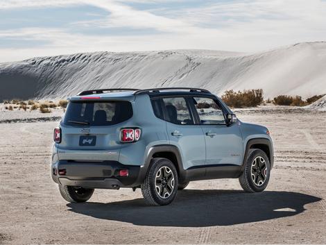 Компания Jeep рассекретила компактный вседорожник Renegade. Фото 1